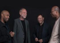 Kuvassa Aziza: Eric Harland, Dave Holland, Chris Potter ja Lionel Loueke. Kuva: Govert Driessen.